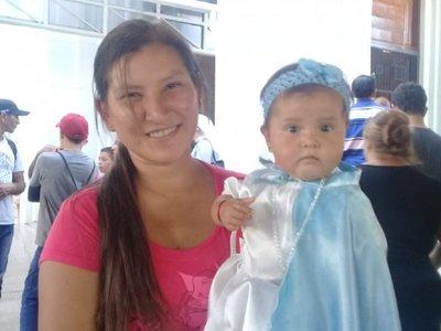Durante 7 años vestirá a su hija de la Virgen de Caacupé