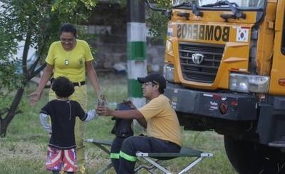 HOY / Niños en brazos, en carritos, al  hombro: nadie dio   'pelota' a recomendaciones