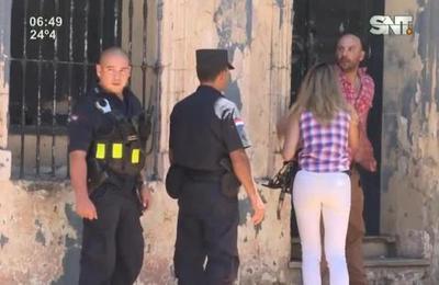Sujeto acusado por vecinos se resistió al arresto policial