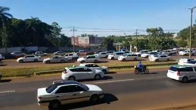 Taxistas esteños se movilizan contra Uber y MUV