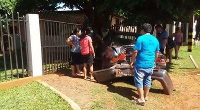 Conductor ebrio arrolla a mujer y tras huida atropella vivienda de periodista