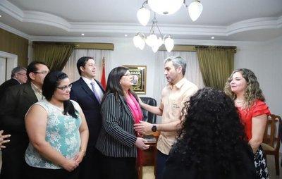 Marito lleva respaldo a interventora de Municipalidad de Ciudad del Este