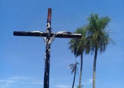 Una cruz para la polémica
