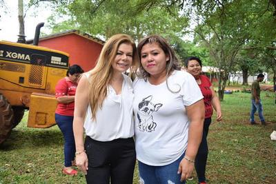 Aparecen más familiares de Aida Molinas con sueldo en la comuna