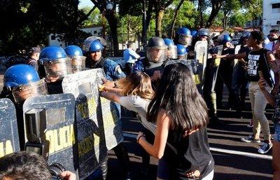 Jóvenes objetores al SMO se enfrentaron con policías