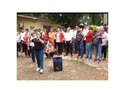 Despedidos por planillerismo piden volver a Municipalidad de Ciudad del Este