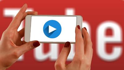 Youtubers manejan audiencias que superan a las señales de TV paga