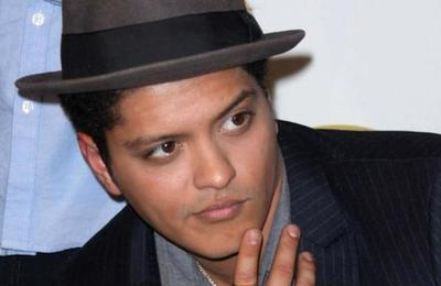 Porque es un buen compañero...: la generosa cifra que gastó Bruno Mars en regalos para su banda