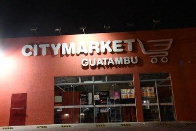 Motochorros asaltan supermercado