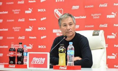 HOY / Tiró sus dardos al entrenador de Independiente