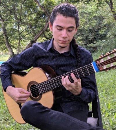 El vuelo guitarrístico de Diego Solís
