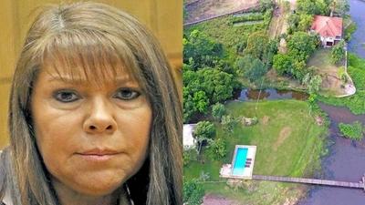 """HOY / Diputada culpa a """"estúpido constructor"""" por su piscina instalada en la calle"""