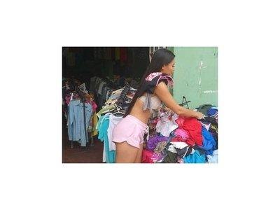 Laury Dyva a favor de comprar ropas usadas