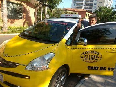 Innovar para subsistir es la premisa del taxista Bernabé
