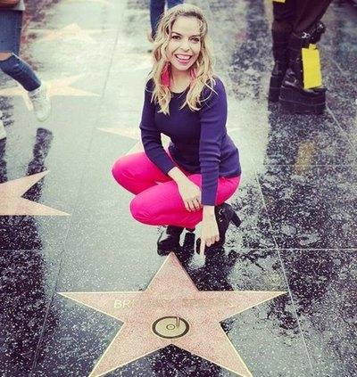 Junto a la estrella de Britney Spears