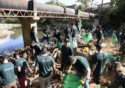 Proponen máquinas anfibias para limpiar arroyo Mburicaó