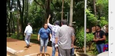 Incidente entre funcionaria municipal y manifestantes