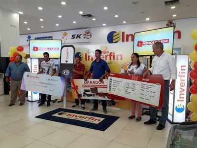 """Entrega simbólica de premios de la promo """"Elegí Inverfin, Elegí tu regalo"""""""