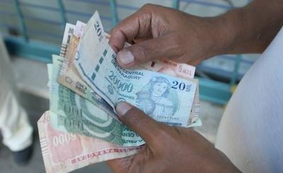 HOY / Bajar combustible y tasas de  créditos e incentivar a los que  tributan: tips anti recesión