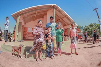 Familias indígenas de Río Verde acceden a viviendas dignas adecuadas a su cultura