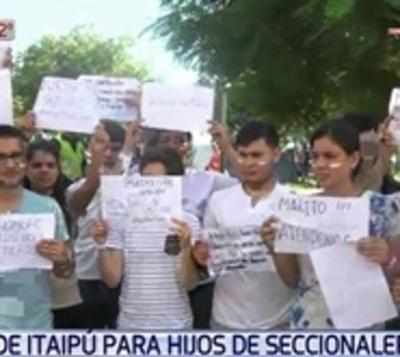 Becas de Itaipú: Hijos de políticos y empresarios fueron beneficiados