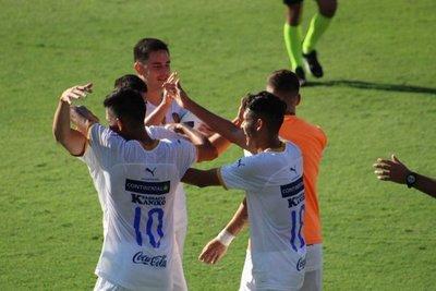 Roberto Torres recorta el plantel auriazul