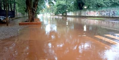 Intensa lluvia deja bajo agua varios sectores de Ciudad del Este ante falta de planificación