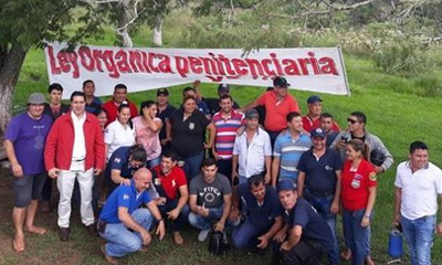 Agentes penitenciarios realizan manifestación en Coronel Oviedo – Prensa 5