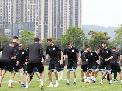 Uruguay va por otra China Cup sin sus delanteros estrellas