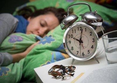 Dormir mucho puede dar sueño y no dormir, estimular la vigilia