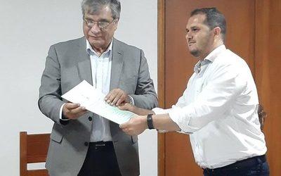 UNE recibe título de propiedad de subsede Minga Porã