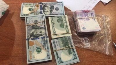 HOY / Demoran a argentinos que llevaban  26.000 dólares