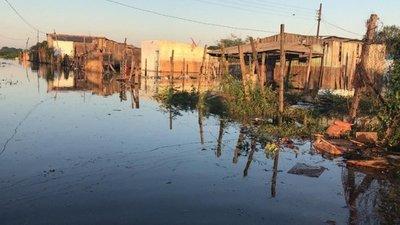 Crecida desplaza a unas 15 familias en Jukyty