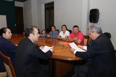 """Ministro promete cumplir en la """"brevedad posible"""" con indemnizaciones a familiares de víctimas del EPP"""
