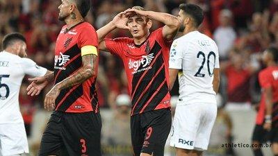 Athletico Paranaense golea a Boca en Brasil