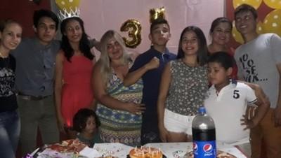 Pamela Ovelar Fue Sorprendida Con 4 Fiestas Por Su Cumpleaños