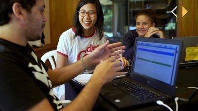 Joven enamorada de la tecnología comparte sus conocimientos sobre programación
