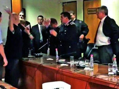 Payo reparte agresiones y degrada aún más la imagen del Congreso