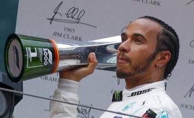 HOY / Hamilton gana y lidera el Mundial de Fórmula Uno