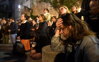 De Merkel a Trump, el mundo deplora con impotencia el incendio de Notre Dame
