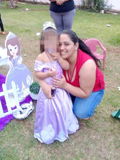 Mujer se peleó con su pareja y remató con golpes por su hijita de cuatro años