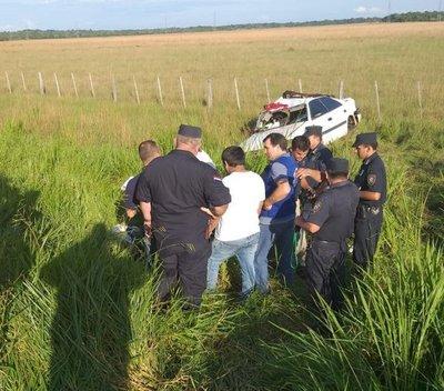 Fallecen 4 personas en vuelco de vehículo
