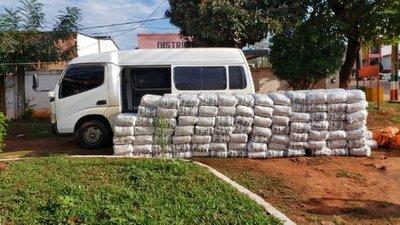 Incautan más de 5.000 kilos de azúcar que habrían ingresado de contrabando