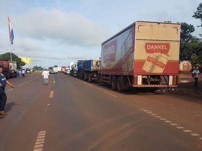 Minga Guazú: Camioneros cortan ruta por aumento de combustible