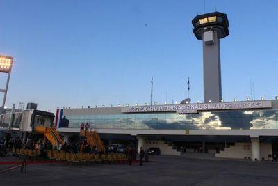 Piden suspender viajes aéreos en primera clase para autoridades