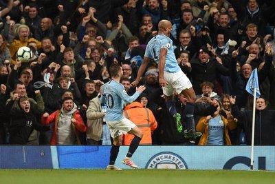 Kompany acerca al Manchester City a un nuevo título