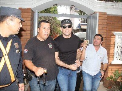Cucho se presenta ante Fiscalía pero no declara sobre hechos investigados