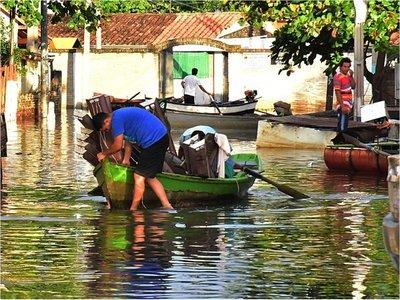 Nivel del río supera previsión y está más cerca del desastre en Asunción