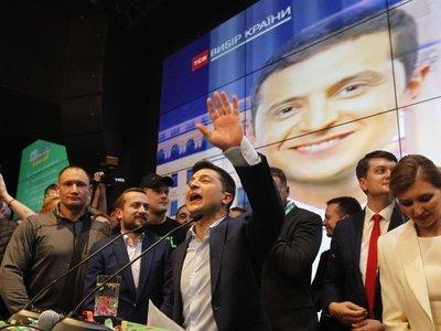 Zelenski se estrena como presidente de Ucrania y disuelve el Parlamento