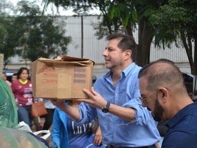 Fútbol, almuerzo, donaciones y obsequios para Puerto Diana en Villa Elisa